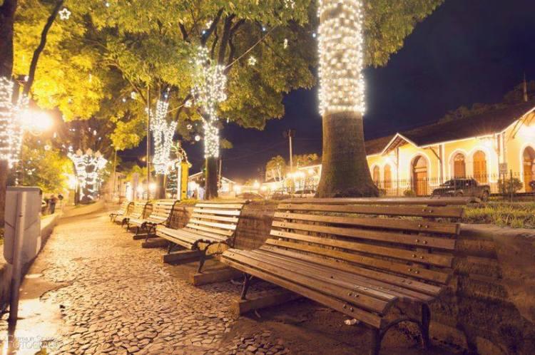 Praça da Liberdade e as luzes de natal! Veja Iluminação Natalina da Praça da liberdade.