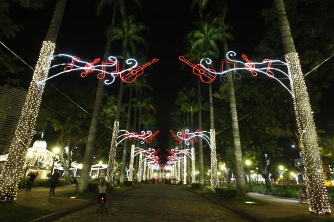 Iluminação de Natal praça da liberdade