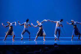 Cia. de Ballet Dalal Achcar dança na Praça da Liberdade